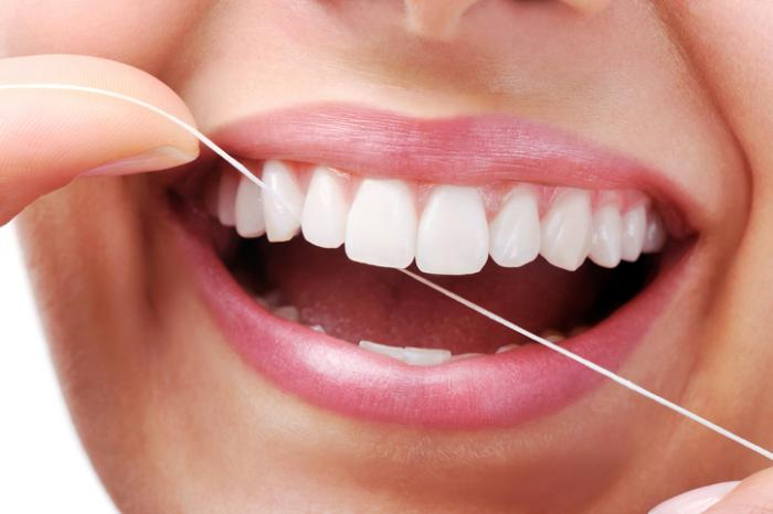 How Should I Floss My Teeth?